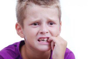 Por que los niños se comen las uñas
